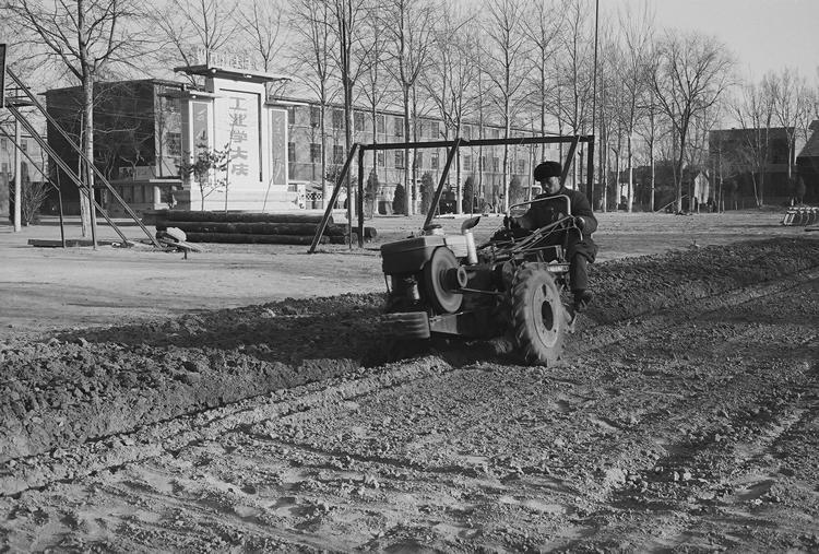 Lou-Tang commune tractor